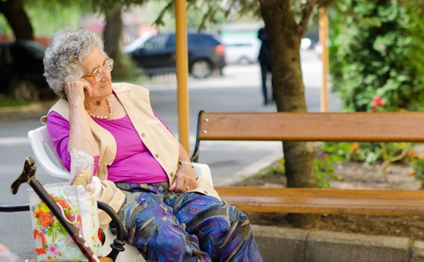 Portrait_Of_The_Elderly_Woman_at_Bus_Stop